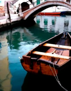 wooden-boat-victoriajz