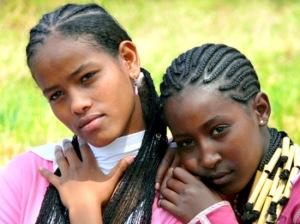 staring-ethiopian-girls